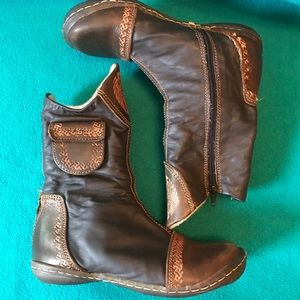 Planvas Aztec Themed Booties from Chile